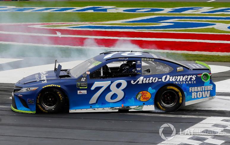 Martin Truex 2019  Auto Owners #19 Joe Gibbs Camry 1//64 NASCAR